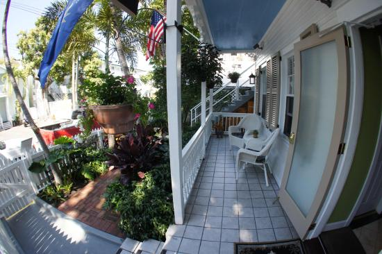Seascape Tropical Inn: Front porch