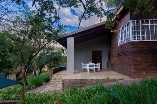 Glenburn Lodge : Glenburn family chalet  - patio with BBQ / braai facilities