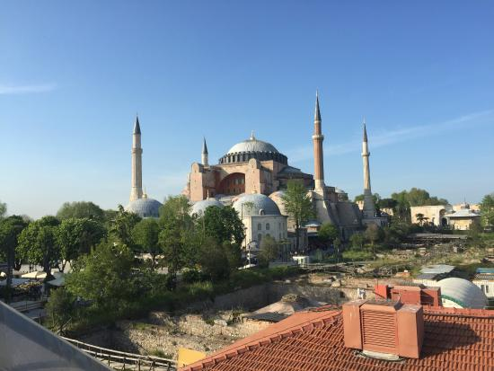 Med Cezir Hotel: View of Blue Mosque from terrace