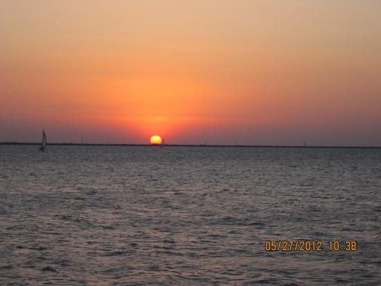 Hefner Lake & Park: Sunset over the lake
