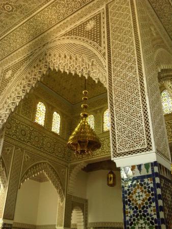 Moulay Ali Cherif Mausoleum: plafond dans l'antichambre du mausolée