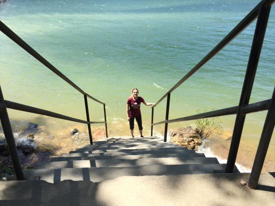 Royal, AR: Stairs going down to the Lake. I would have swam but it was too cold lol.