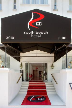 Red South Beach Hotel: Front entrance