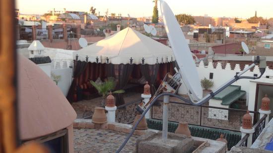 Riad Jomana: Terraza de al lado