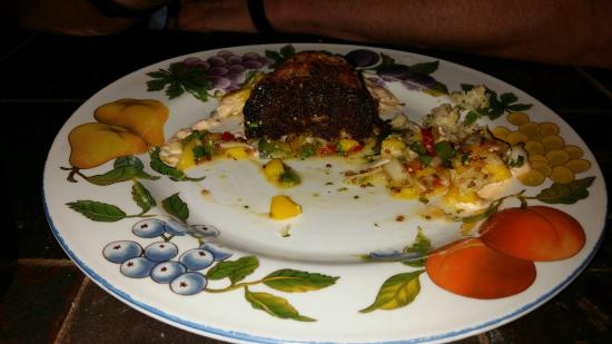 Under the Moon Cafe: Burnt bottom of crab cake