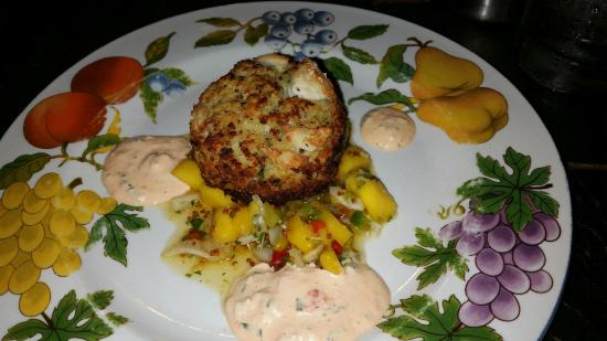 Under the Moon Cafe: Crabcake entre