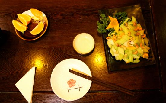 Pure Lotus Vegetarian Restaurant: Sellerie mit Cashewnüssen