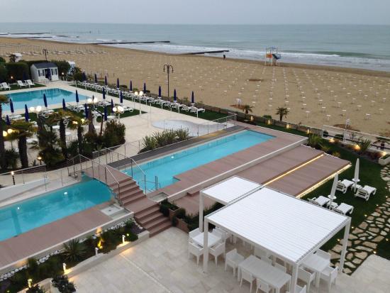 Hotel Le Soleil: Piscine & Spiaggia