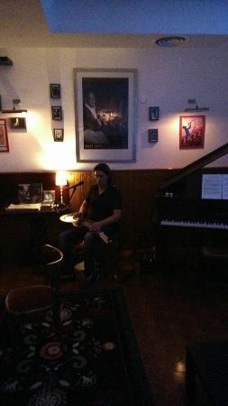 Speakeasy Jazz Club & Cocktails : Live acoustic blues