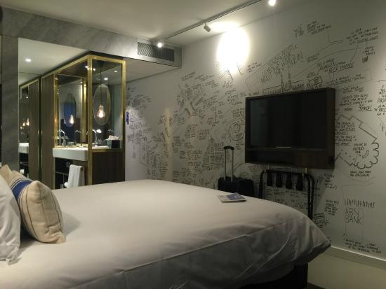 chambre spacieuse picture of ink hotel amsterdam mgallery by sofitel amsterdam tripadvisor. Black Bedroom Furniture Sets. Home Design Ideas