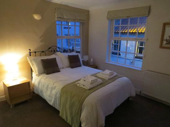 """The Endeavour Staithes with Luxury Bed & Breakfast: """"Rooftops"""" 1st floor double with en-suite shower room"""