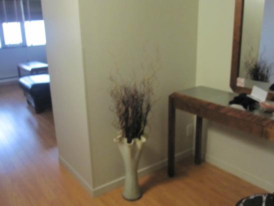 Hotel Dauphin Montreal - Longueuil: Hall d'entrer de la chambre