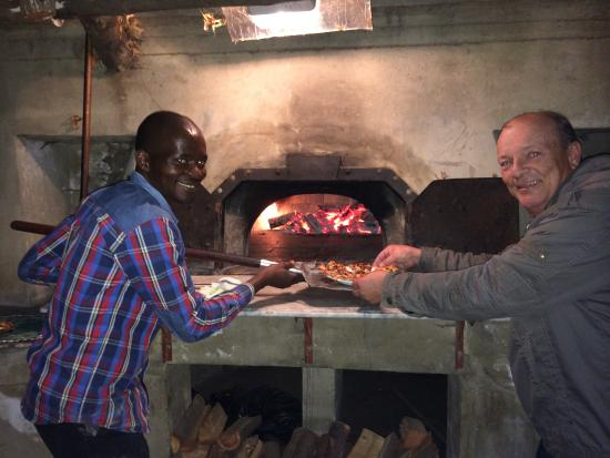 Montpellier De Tulbagh: Pizza evening with Manny