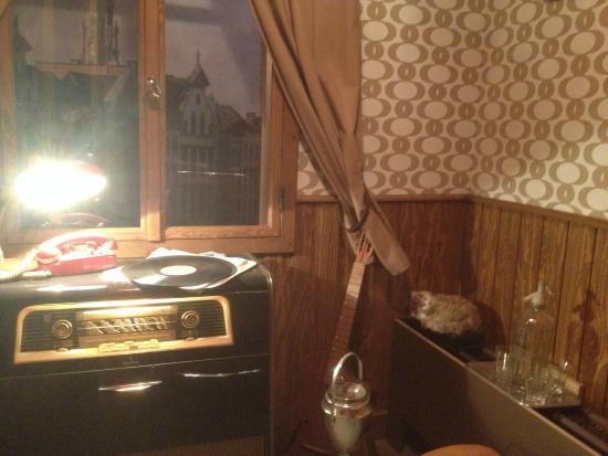 Fondation internationale Jacques Brel: Jacques Brel's room (see his cat!)