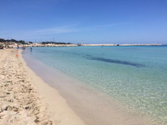 La spiaggia davanti all hotel