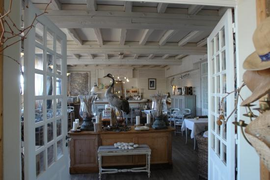 Hotel La Marine de Loire: Breakfast room that also serves a a dining room