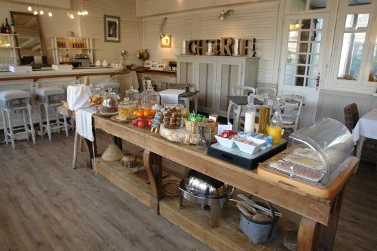 Hotel La Marine de Loire: Breakfast buffet
