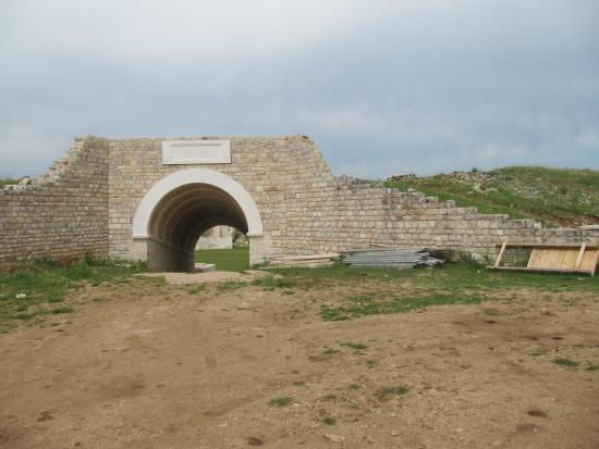 Burnum Roman Military Camp: The entrance including building materials