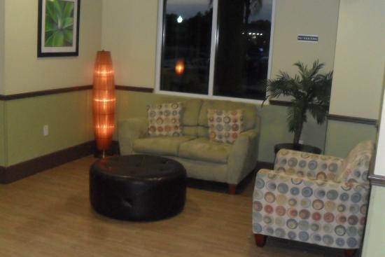 Holiday Inn Express Cocoa: Lobby