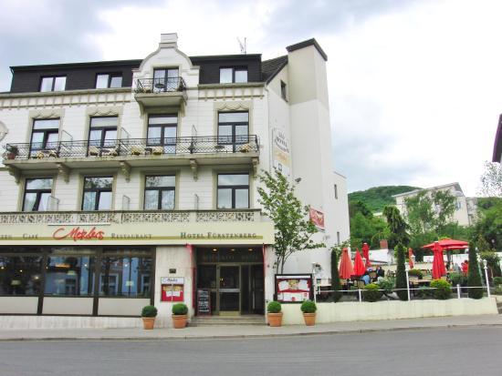 Metzlers Restaurant: Restaurant und Terrasse von außen