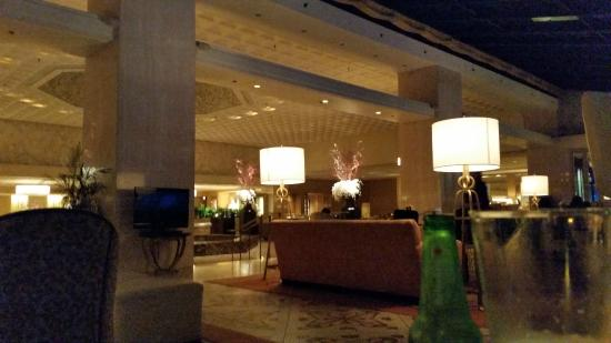 Deca Restaurant and Bar: View of the hotel lobby