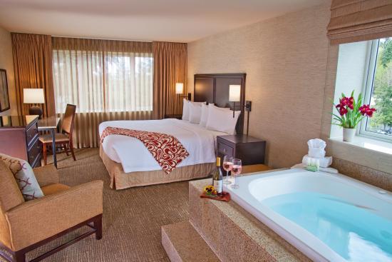 Silver Cloud Hotel Bellevue Eastgate King Jacuzzi Room