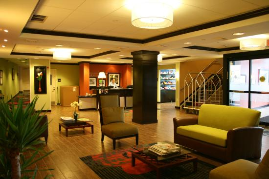 Hampton Inn Jericho - Westbury: Lobby and Front Desk