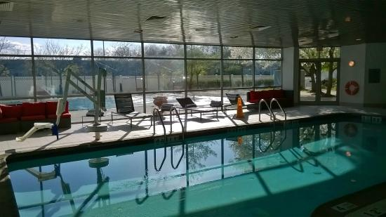 Renaissance Woodbridge Hotel Indoor Pool