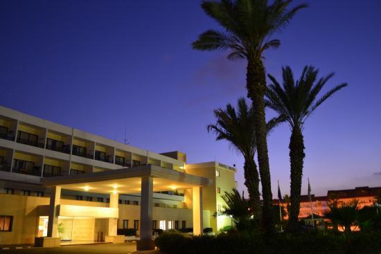 Avanti Hotel: Центральный вход