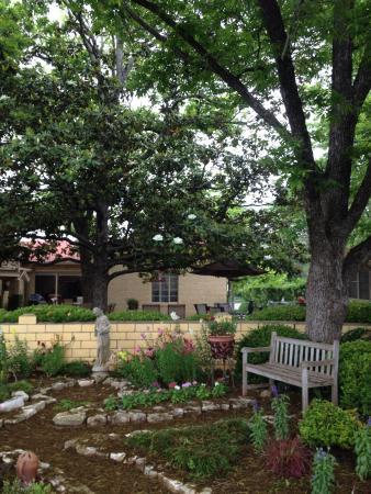 Das Garten Haus Bed and Breakfast: Beautiful gardens-Das Garten Haus