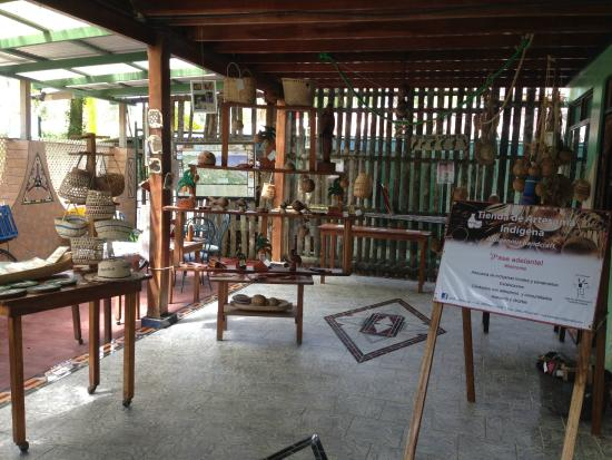 Casa Verde Lodge: There is an array of local and indigenous artwork at the hotel