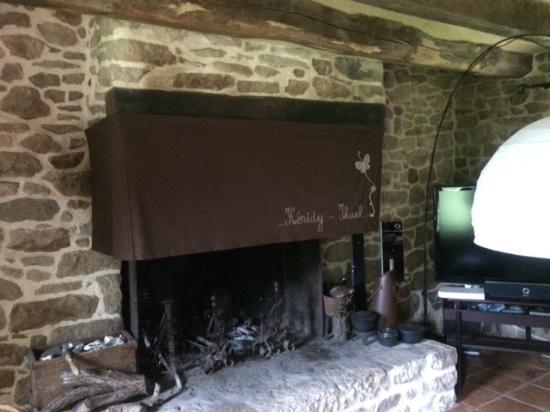 Les Longeres De Keridy : Belle cheminée