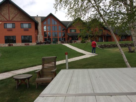 Comfort Suites: The back view from the lake