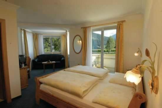 Alpenland Hotel Rodeneggerhof: Camera Du0027angolo Con Letto, Divanetto, Balcone