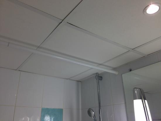 faux plafond de la salle de bain - Picture of Novotel Dinard, Dinard ...