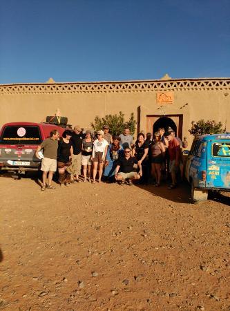 Ouzina, Morocco: Dunas detrás del albergue hotel Porte de Sahara, una preciosidad y un hotel maravilloso
