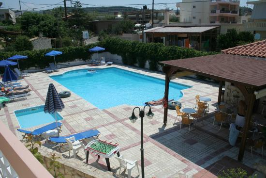 Terrassen Pool poolen set fra terrassen picture of hotel apelia agia marina