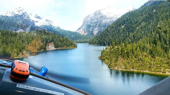 SaltSpring Air Tours : Landing on Phantom Lake