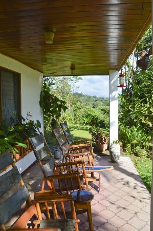 Nuevo Arenal, Costa Rica: Loved this porch - the chairs were very comfy