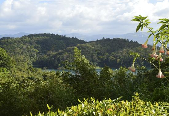 Nuevo Arenal, Costa Rica: Looking out towards the lake