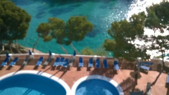 Hotel Cala Ferrera: Piscina desde la habitación