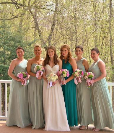 Salisbury Mills, estado de Nueva York: bridesmaids on the terrace