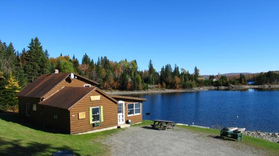 Perfect peaceful camping review of ramblewood cabins for Cabin camping new hampshire