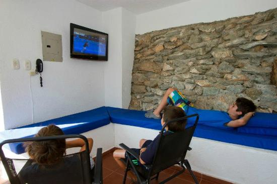 Hotel Bahia Taganga: Sala de TV
