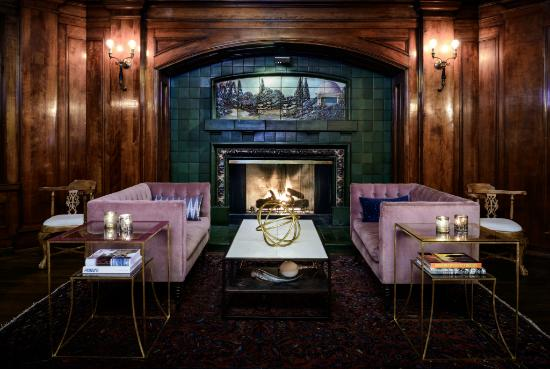 Hotel Sorrento: Enjoy craft cocktails in the Fireside Room