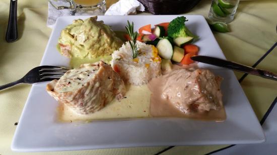 Villa Marina: filete relleno de mariscos en 3 salsas