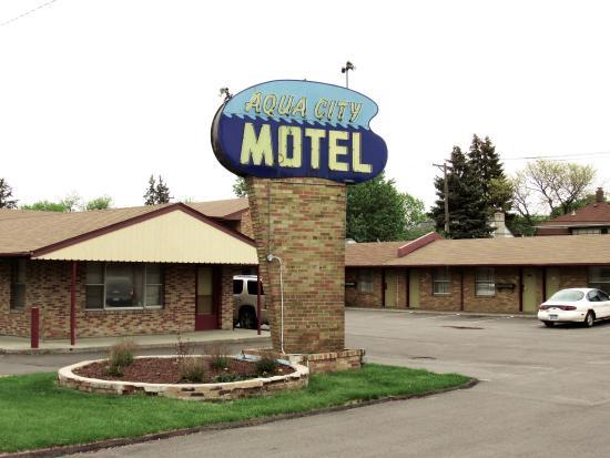 Aqua City Motel
