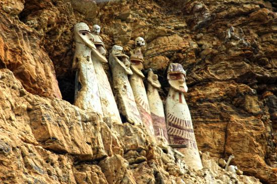 Sarcofagos de Karajia