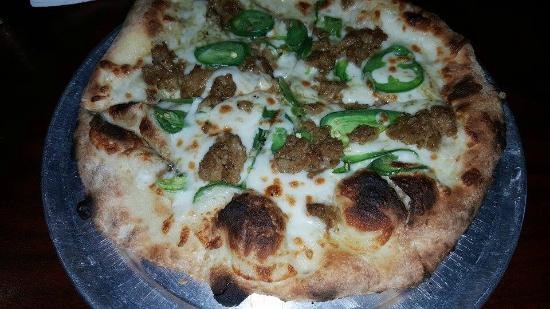 Pizza Carrello: Green chili sauce with sausage