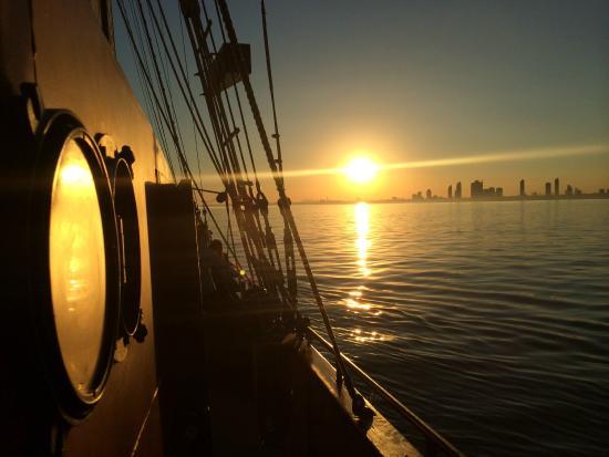 Tallship Cruises : Kajama into the Sunset